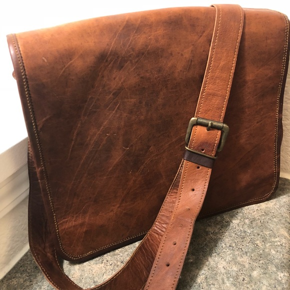 "fe94e6f82a82 Rustic Town 15"" Genuine Leather Messenger Bag. M 5ba826df7386bc966f3b0b01"